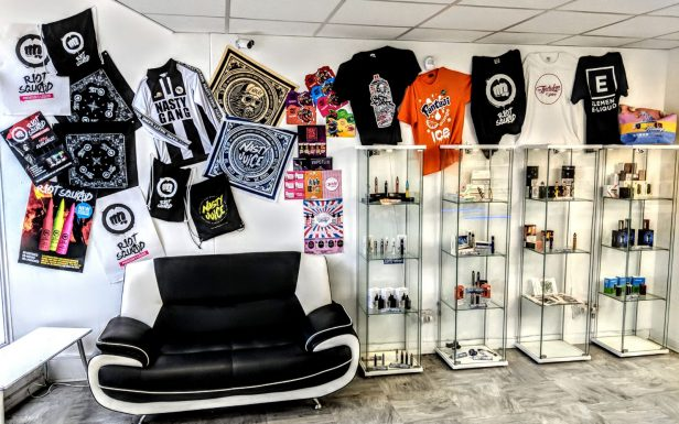 every cloud vape shop, havant, inside, cabinets, display